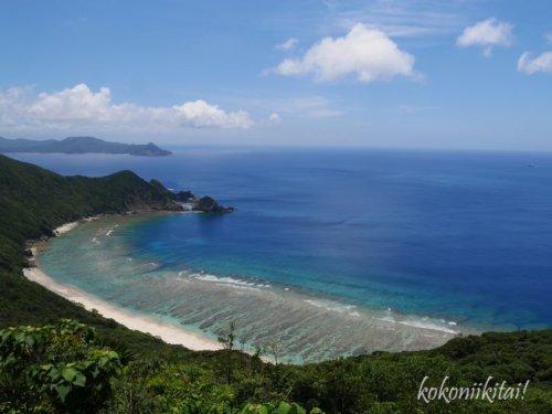 加計呂麻島の絶景スポットのタカテルポイントからの眺め